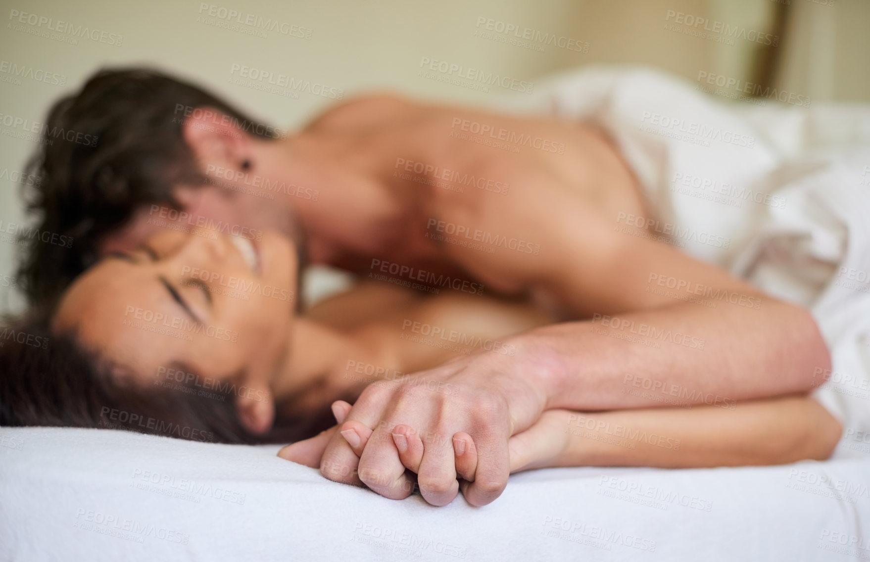 Секс ночью в постели, Супружеская пара вечером тратит остатки сил на 18 фотография
